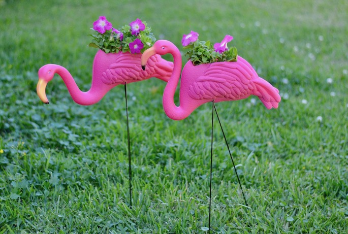 DIY Yard Flamingo Planter Flower Holder! Try this easy DIY for under $15!