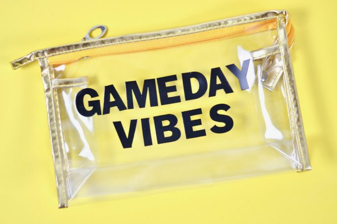 DIY Clear Game Day Purse - This bag is stadium approved for all your NFL and college football games!   Southern Flair