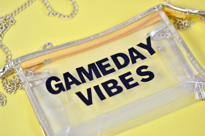 DIY Clear Game Day Purse - This bag is stadium approved for all your NFL and college football games! | Southern Flair